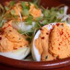 Пълнени яйца с крема сирене