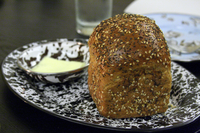 Хляб със сусам и маково семе