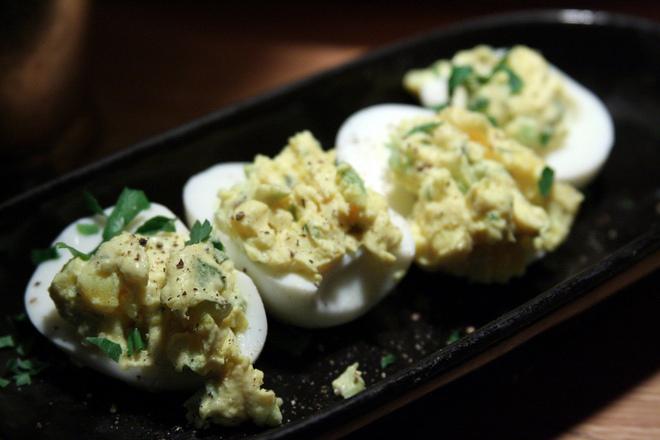 Пълнени яйца с пресен лук