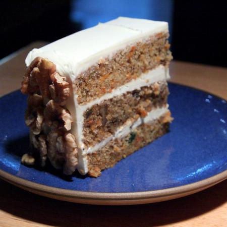 Large torta s morkovi i kanela