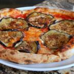 Пица с патладжан и орехи
