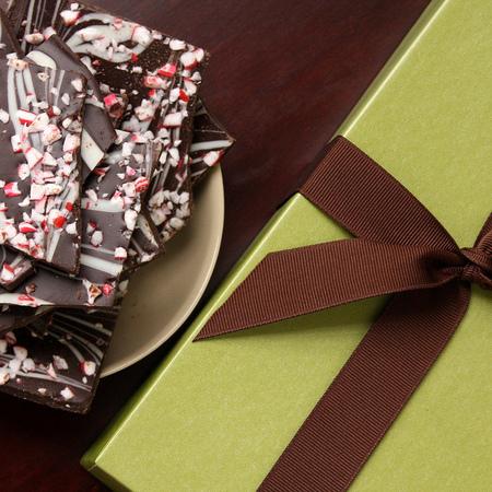 Large shokoladov bark sas zaharni prachitsi