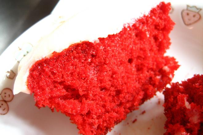 Червен сладкиш