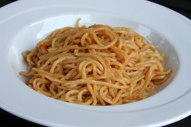 Спагети с масло и кашкавал