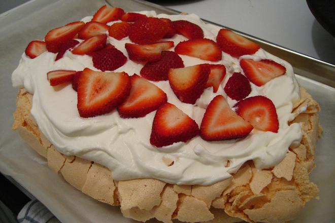 """Торта """"Павлова"""" с ягоди"""