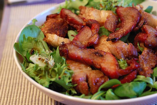 Свежа салата със свинско