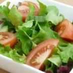 Зелена салата с домати