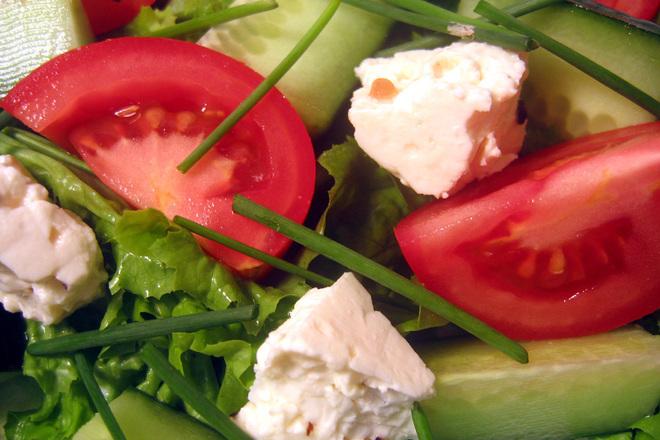 Свежа салата с пресен лук