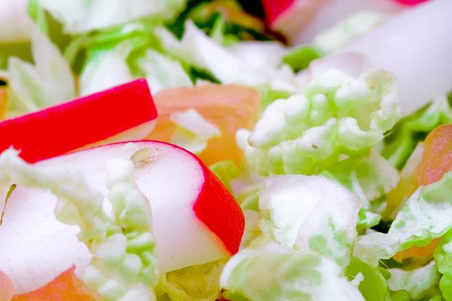 Зелена салата със сьомга