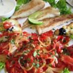 Бяла риба с печени домати и лук