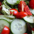 Свежа салата с домати и краставици