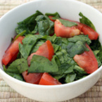 Спаначена салата с домати и кокосово масло