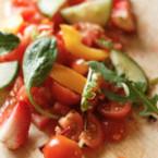 Салата от чери домати с ягоди