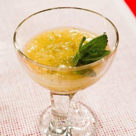 Large ananasov kokteyl