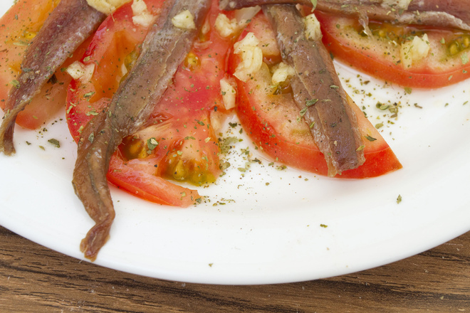 Салата от домати с аншоа