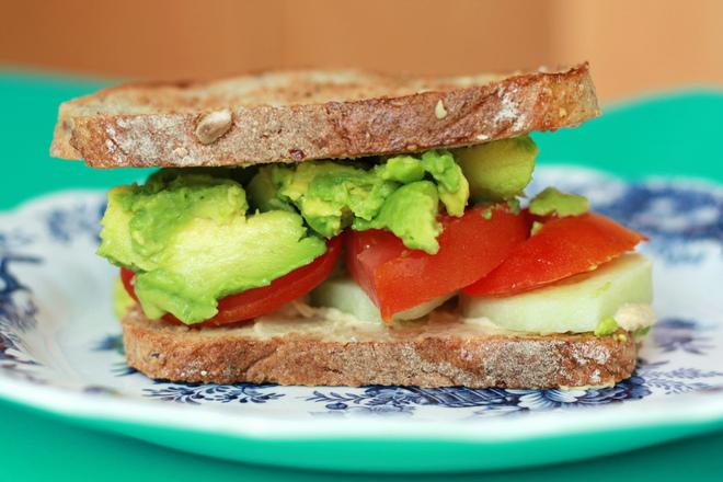 Бърз сандвич с авокадо