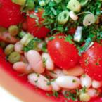 Бобена салата с чери домати и зелен лук