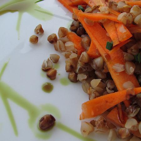 Large salata ot zhito s morkovi