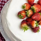 Палачинкова торта с ягодов крем и шоколадова глазура