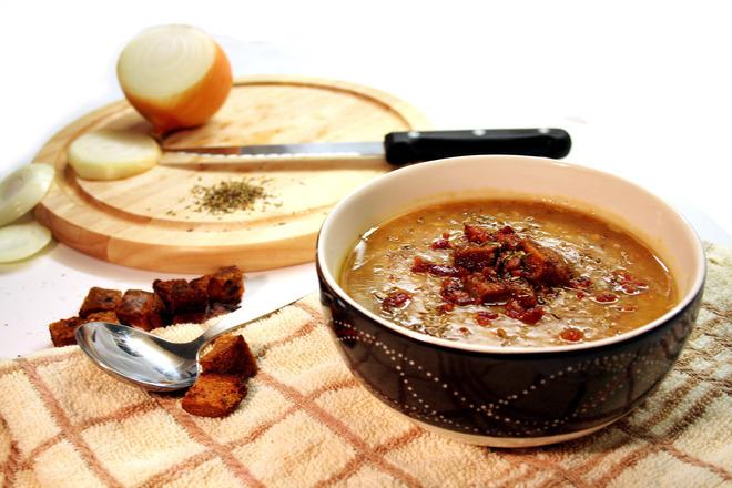 Крем супа от леща със сушени домати и крутони
