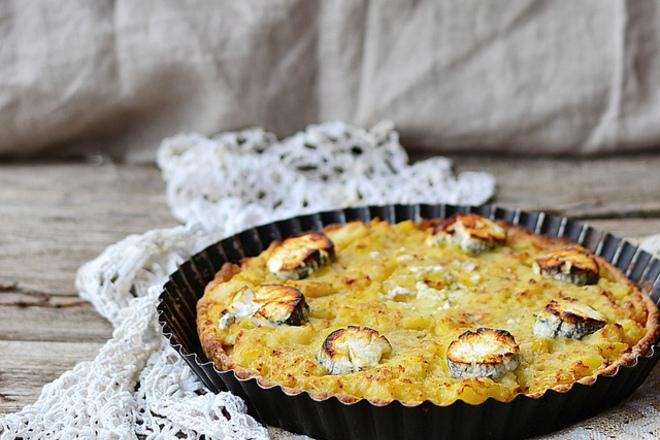 Пай от ананас със сирене бри