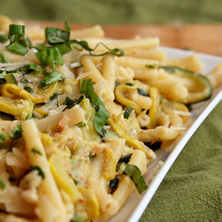 Large pasta s bekon i menta
