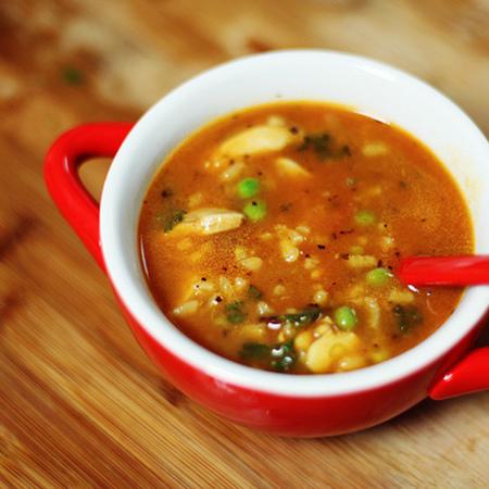 Large pileshka supa s makaroni i grah