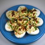 Пълнени яйца с бекон и зелен лук