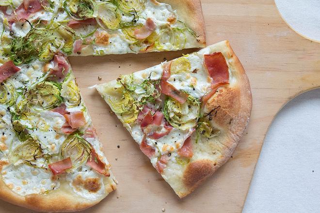 Пица със сметана и брюкселско зеле