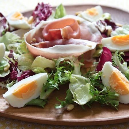 Large salata ot rukola s proshuto