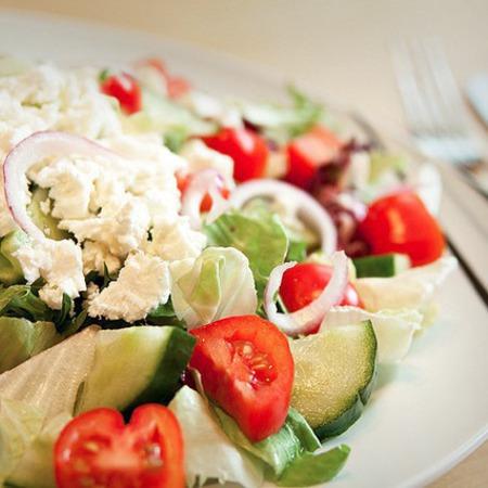 Large svezha salata s cheri domati