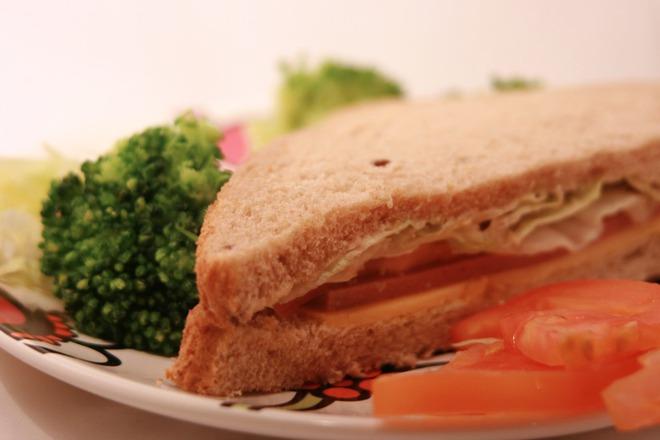 Сандвич със салам и айсберг