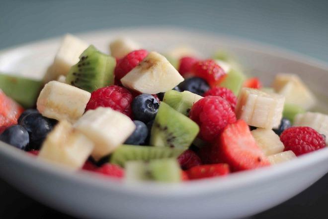 Плодова салата с малини