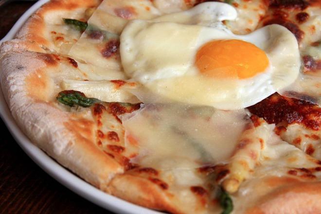 Пица с аспрежи