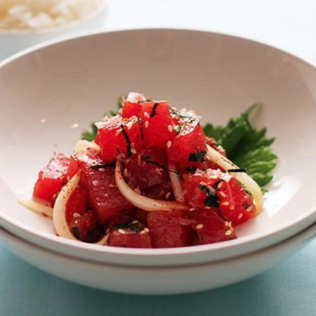 Large salata ot beleni domati sas susam