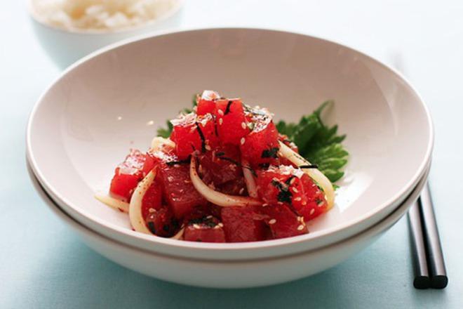 Салата от белени домати със сусам