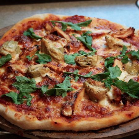 Large pitsa s artishok