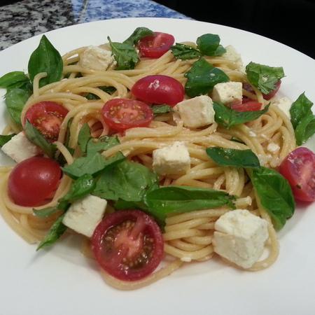 Large spageti sas sirene i cheri domati