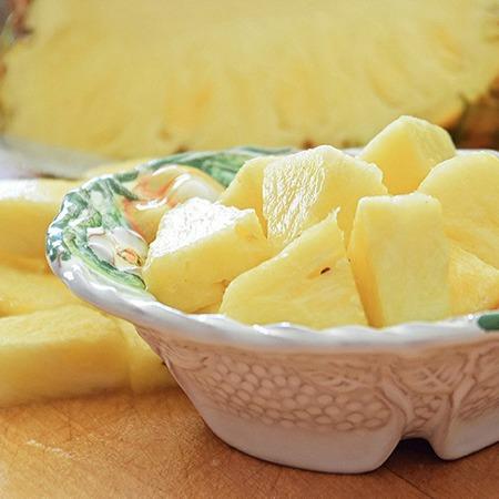 Large plodova salata ot ananas