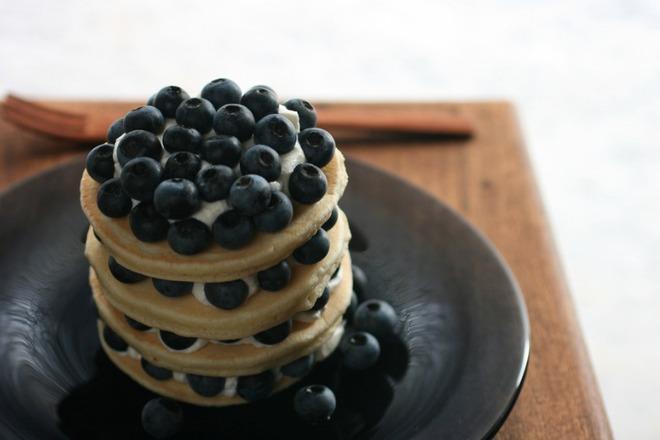 Мини палачинки с боровинки и маскарпоне