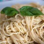 Спагети със сметана и босилек