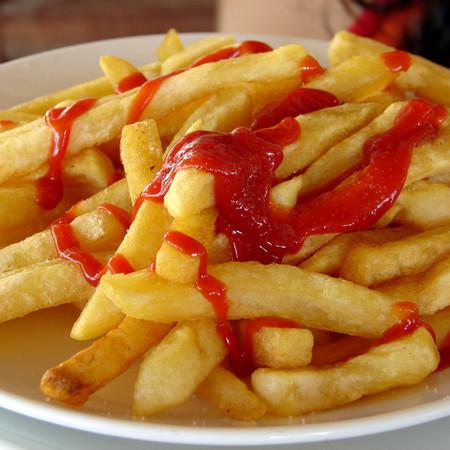 Large parzheni kartofi s ketchup