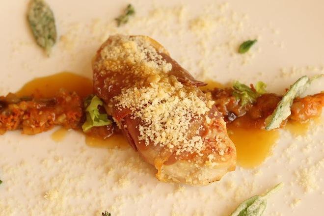 Пилешки гърди с прошуто, пармезан и бадеми