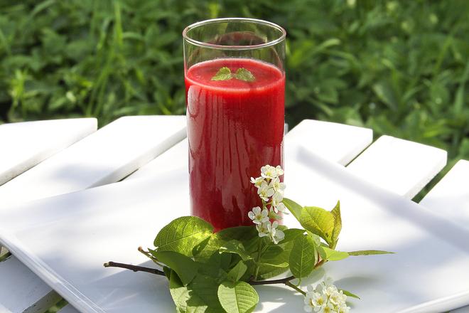 Ягодов йогурт с мента