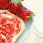 Филийка със сладко от ягоди