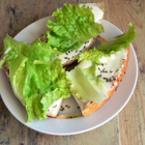 Сандвичи с крем сирене и ким
