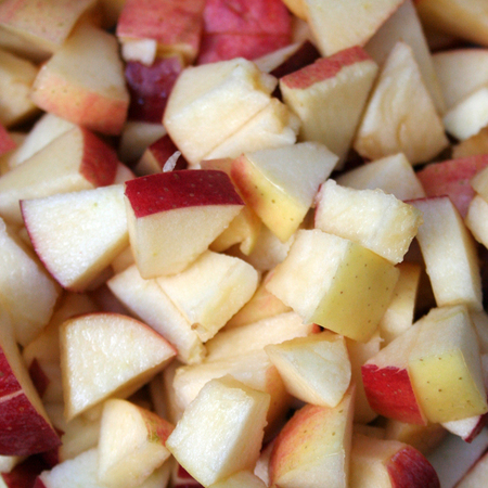Large plodova salata ot cherveni i zhalti yabalki