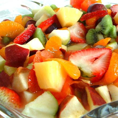 Large plodova salata s med