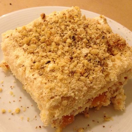 Large biskvitena torta s maskarpone i portokali