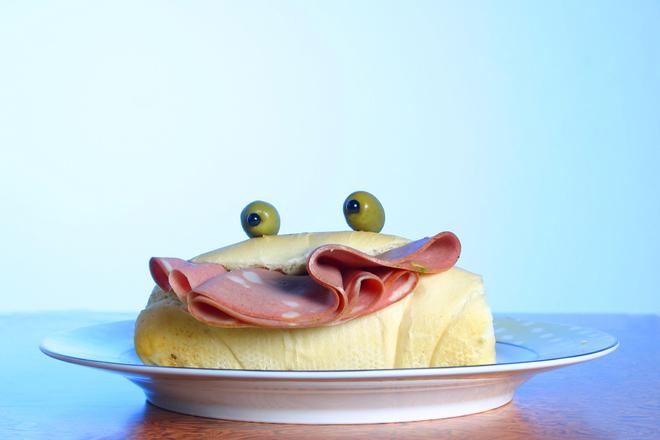 Сандвич с мортадела